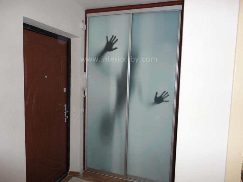 гардероб с фотопечатью призрак