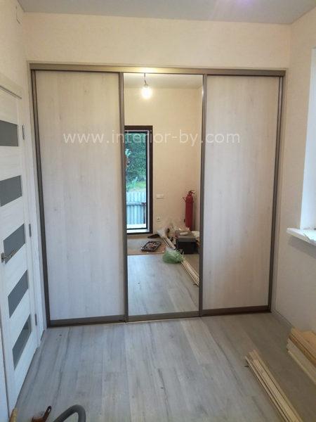гардероб в спальню с зеркалом