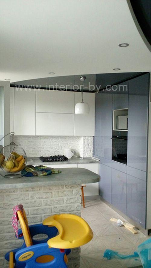 кухня краска бело-сераяполностью BLUM TIP-ON