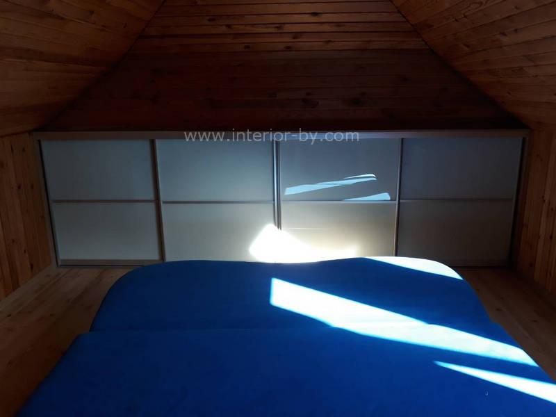 оригинальный шкаф для мансарды