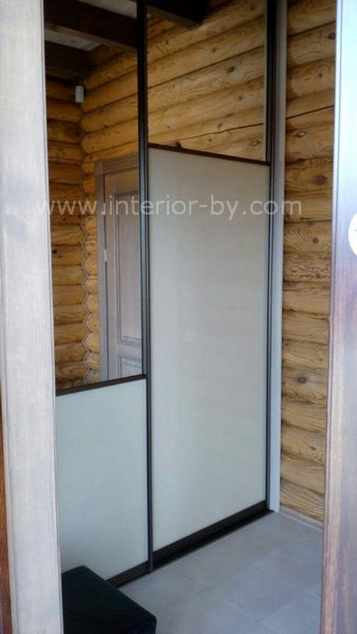 Шкаф купе в бревенчатый дом с зеркалом