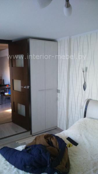 Спальня с белой мебелью