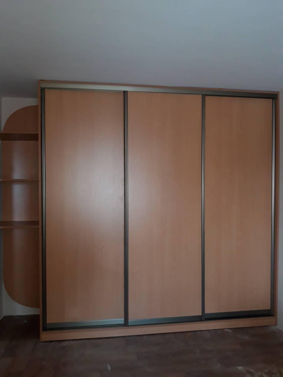 Шкаф купе с рисунком на стекле лакобель