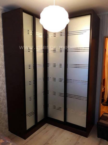 Угловой шкаф купе с дверями гармошка