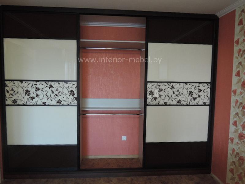 Красивый шкаф купе в спальню лакобель с покраской