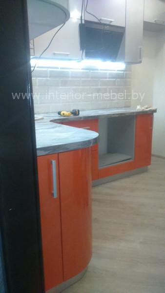 Кухня с радиусными фасадами из пластика