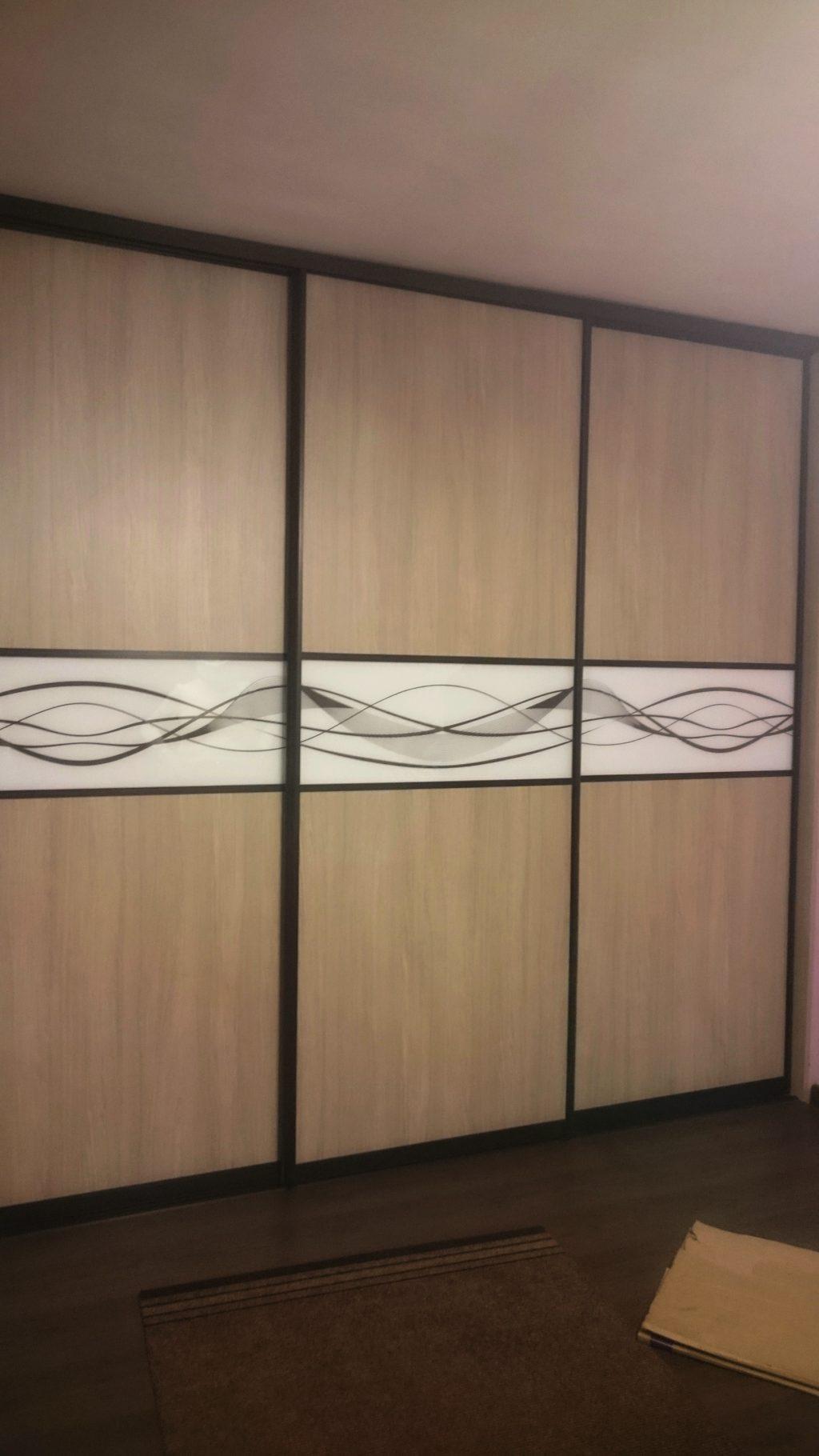 Шкаф купе с рисунком «волна» с покраской в цвет профиля